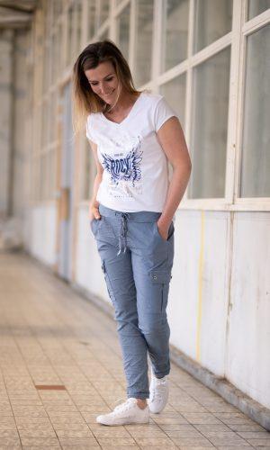 blauw-jogging-broek-met zakken-op been-touwtje-taille-stretch-comfy-broek-muts-fashion-groningen